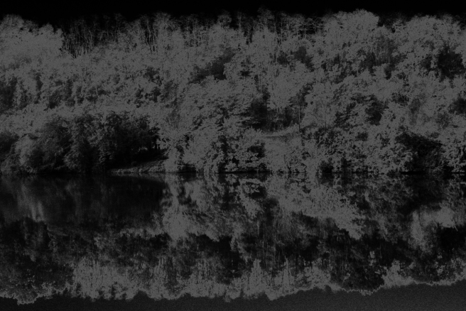 Reflet sur la Dordogne solarisé